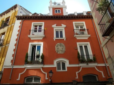 fachada con escudo
