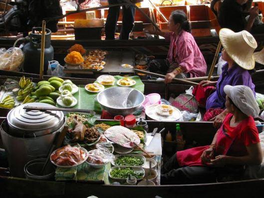 Mujeres en el Mercado Flotante de Damnoen Saduak